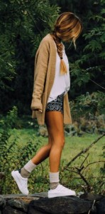 Look shorts, chaqueta larga y zapatillas de Brownie